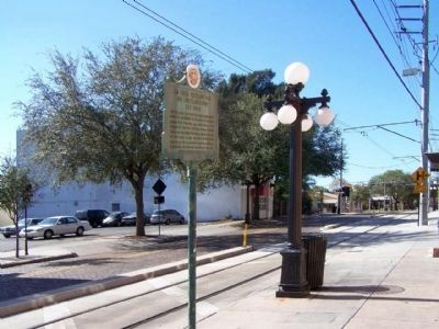 La Liga Patriotica De Instruccion Marker along 8th Ave., Ybor City image. Click for full size.