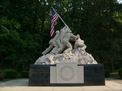 Iwo Jima Memorial image. Click for full size.