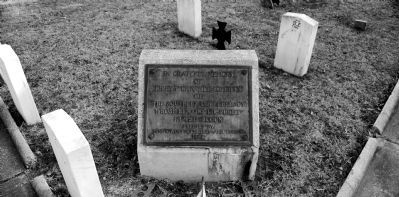 Eighty Unnamed Soldiers Marker -<br>Unknown Graves on Left and in Rear image. Click for full size.