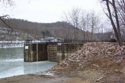 Muskingum River Lock Photo, Click for full size