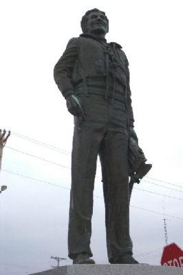 Capt. Don Gentile Statue image. Click for full size.