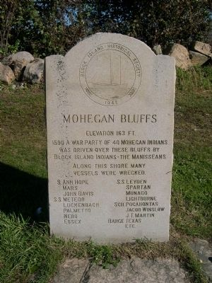 Mohegan Bluffs Marker image. Click for full size.