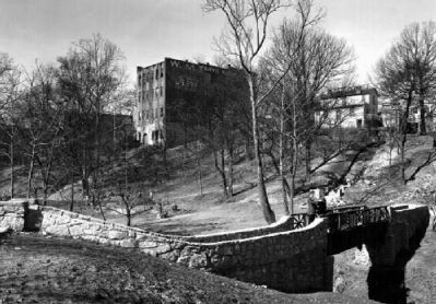 Falls Park -<br>West End and Falls Cottage in Background image. Click for full size.