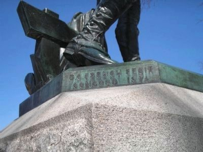 Minuteman Statue Detail Photo, Click for full size