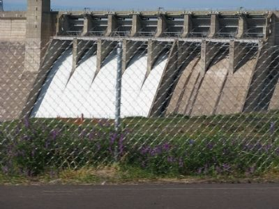 Folsom Dam Photo, Click for full size