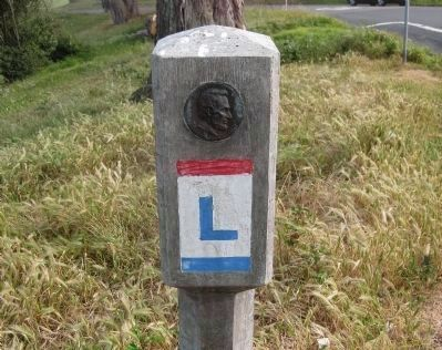 Lincoln Highway Route-marking Monument Photo, Click for full size