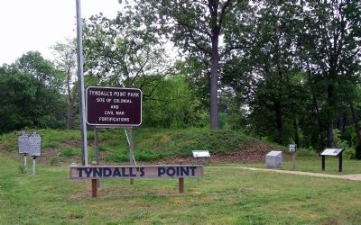 Tyndall�s Point Park Entrance. Photo, Click for full size