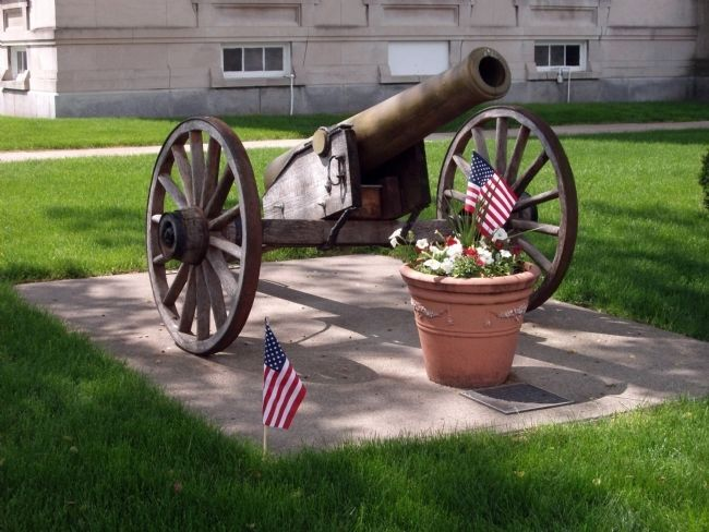 Front View - - First :: Civil War Cannon & Marker image. Click for full size.