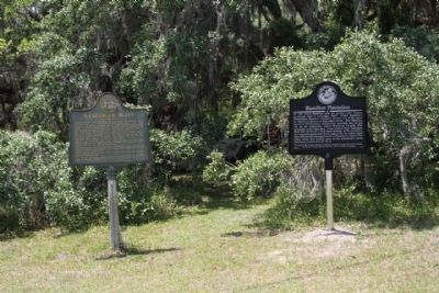 Hamilton Plantation Marker,(r), shares location with Gascoigne Bluff Marker image. Click for full size.
