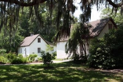 Hamilton Plantation : The 2 Slave cabins as mentioned on Marker image. Click for full size.