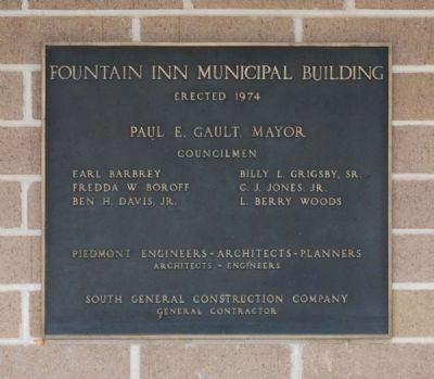 Fountain Inn Municipal Building Plaque<br>Located Behind the Monument image. Click for full size.