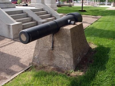 Other View - - Cannon Behind (West) of Memorial. image. Click for full size.