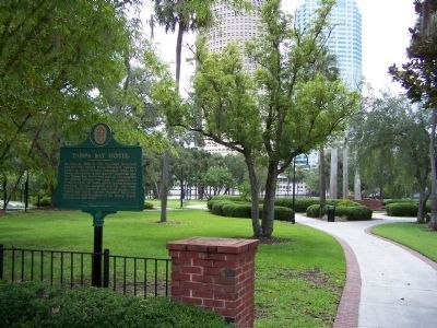 Tampa Bay Hotel Marker at entrance to Plant Park, the Hotel grounds image. Click for full size.