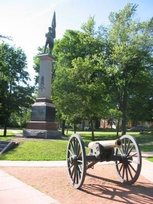 Nearby Statue and Cannon image. Click for full size.