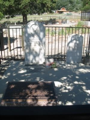Gravesite and Marker image. Click for full size.
