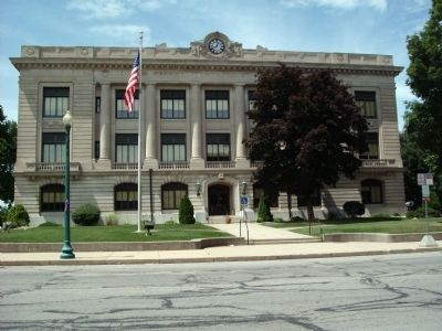East Side - - Carroll County Courthouse image. Click for full size.