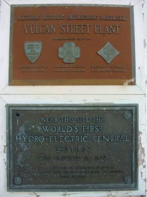 Plaques on Building image. Click for full size.