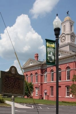 Johnson County Marker and Courthouse image. Click for full size.