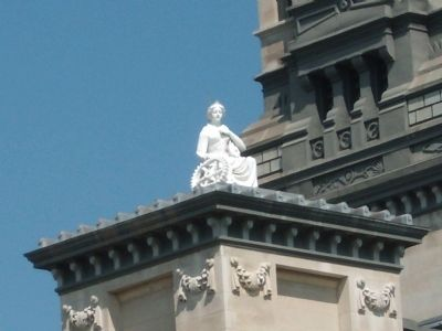 Wide View - - Statue on Roof image. Click for full size.