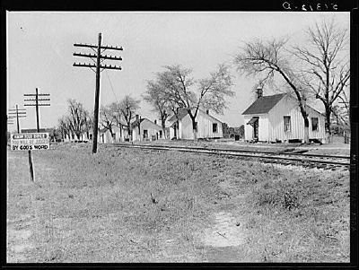 Railroad work crew houses near Madison, Georgia image, Click for more information