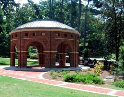 Clemson College World War I Memorial and<br>The President&#39;s Park Rotunda image. Click for full size.