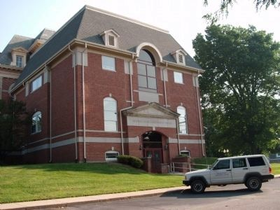 Other View - - Benton County Courthouse image. Click for full size.