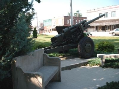 Field Piece - and - Bench of War Memorial - Pocket Park image. Click for full size.