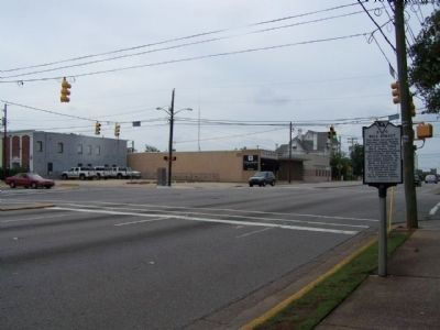 Bull Street Marker. looking eastward along Gervais Street (U.S. 1/378) at Bull St. image. Click for full size.