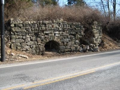 Lime kiln near Vernoy image. Click for full size.