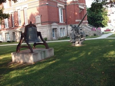 Bell & Anti-Aircraft Gun - - N/E Corner of Courthouse Lawn image. Click for full size.