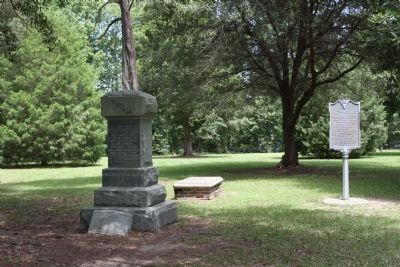 D.A. R. Battle of Eutaw Monument with the Grave of Major Majoribanks Marker image. Click for full size.
