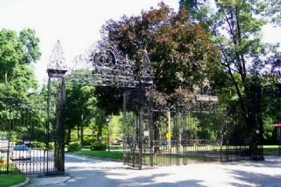 Gate to Latham Park image. Click for full size.