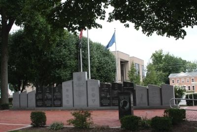 Another War Memorial on Courthouse Lawn image. Click for full size.