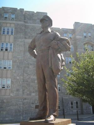 Closeup of MacArthur Statue image. Click for full size.