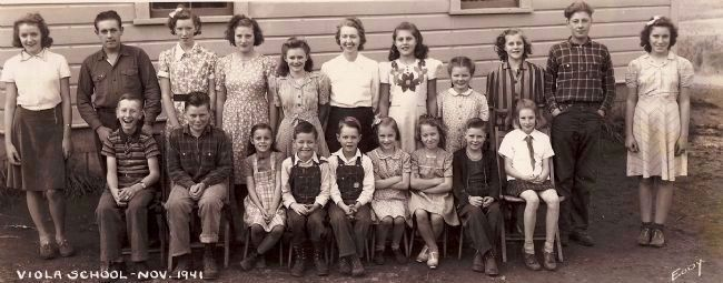 Historic Viola School - Class of 1941 image. Click for full size.