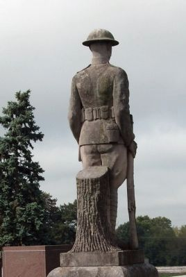 Right Rear - World War I Statue image. Click for full size.