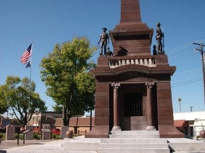 East Side - - Base of Knox County Civil War Memorial image. Click for full size.