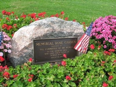 Memorial Rose Garden Plaque image. Click for full size.