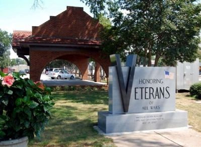 Clinton Veterams Monument Marker<br>Old Clinton Depot in Rear image. Click for full size.