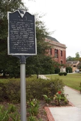 Clarendon County / Manning Marker at the courthouse image. Click for full size.