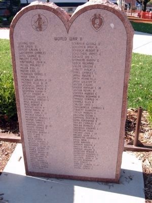"Stone Memorial - - ""World War II"" - (""L"" - ""Z"") Photo, Click for full size"