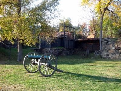 Nearby Civil War gun image. Click for full size.
