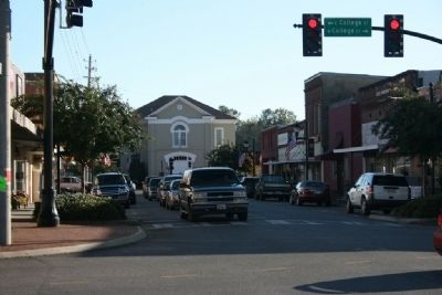 Downtown Columbiana and the Old Shelby County Courthouse image. Click for full size.