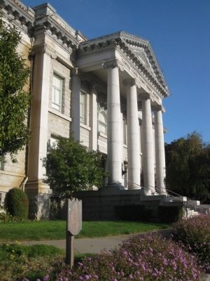 Wide Shot of Contra Costa County Courthouse Marker and Courthoue Entrance image. Click for full size.