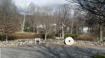 Central plaza in Seamanville Cemetery, site of 1783 Presbyterian Meeting House. image. Click for full size.