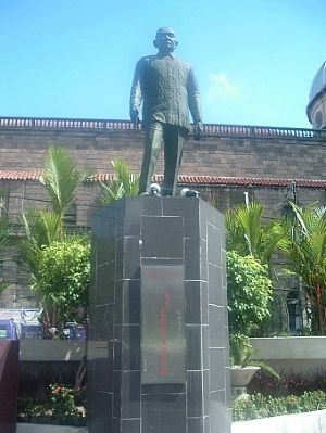 Roman Ongpin image. Click for full size.