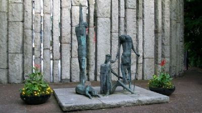 """Famine"" Statuary at Theobald Wolfe Tone Memorial image. Click for full size."