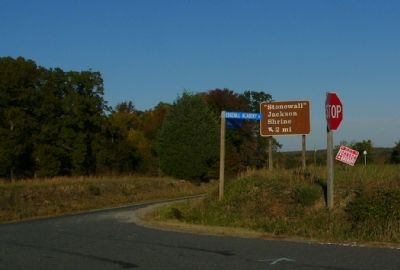 "The route to the ""Stonewall"" Jackson Shrine is well marked. image. Click for full size."