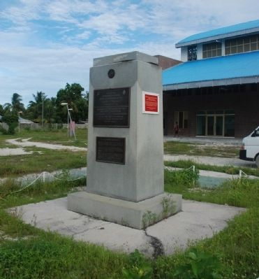 Wider View of Marker at Betio, Tarawa Photo, Click for full size