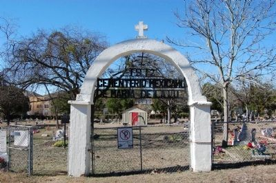 Cementerio Mexicano de Maria de la Luz Photo, Click for full size
